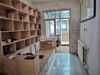 东凤城小区3室1厅,普装南北通透,实际130平带储藏室,看房随时联系,房东急售