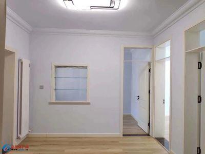 西凤城小区 精装3室 楼层好 带储藏室天然气供暖 证全可贷款 精装未住 南北通透