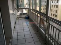 天润宝翠园,5楼送阁楼,三室两厅两卫,精装修,证全可贷款