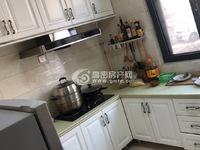 凤城尚品1楼高档装修,两室两厅一卫,带车位,设施齐全,环境好,欢迎前来咨询。