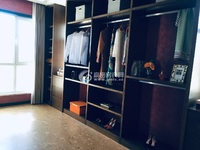 带储藏室,家具家电全。
