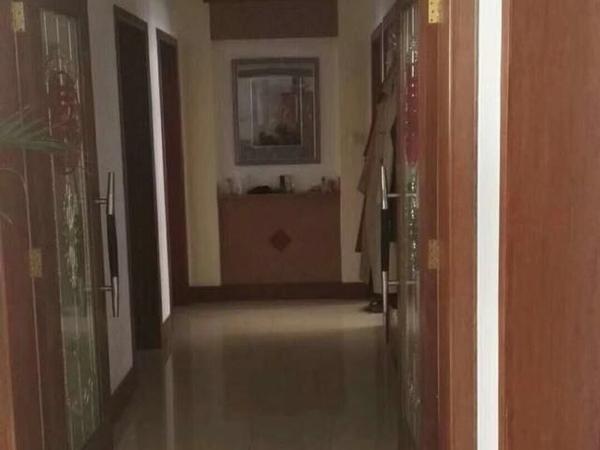 市委宿舍黄金楼层150平三室两厅两厅精装带储90万拎包入住