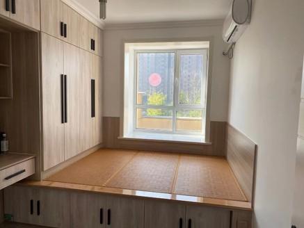 远大凤凰城 电梯三居室山客厅 带储藏室